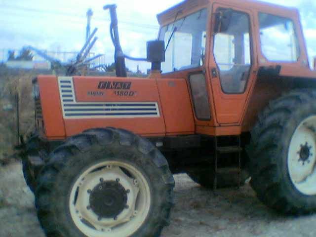 Tracteur FIAT modèle 1180 DT